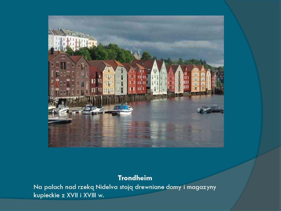 Trondheim Na palach nad rzeką Nidelva stoją drewniane domy i magazyny kupieckie z XVII i XVIII w.