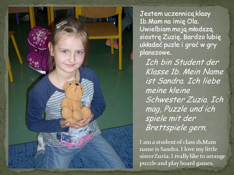Jestem uczennicą klasy 1b.Mam na imię Ola. Uwielbiam moją młodszą siostrę Zuzię. Bardzo lubię układać puzle i grać w gry planszowe. Ich bin Student de