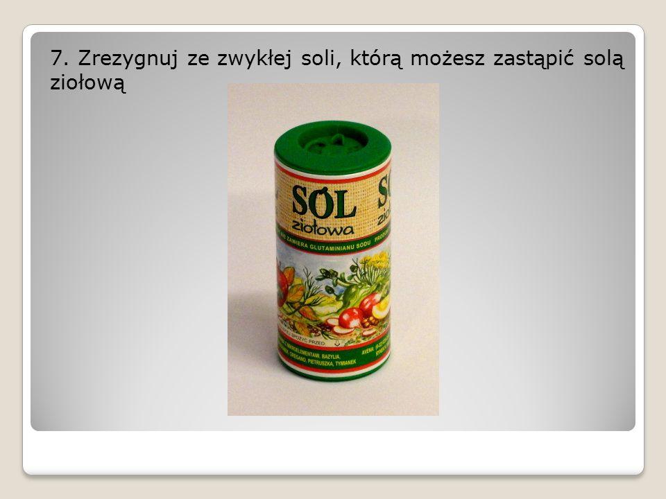 7. Zrezygnuj ze zwykłej soli, którą możesz zastąpić solą ziołową