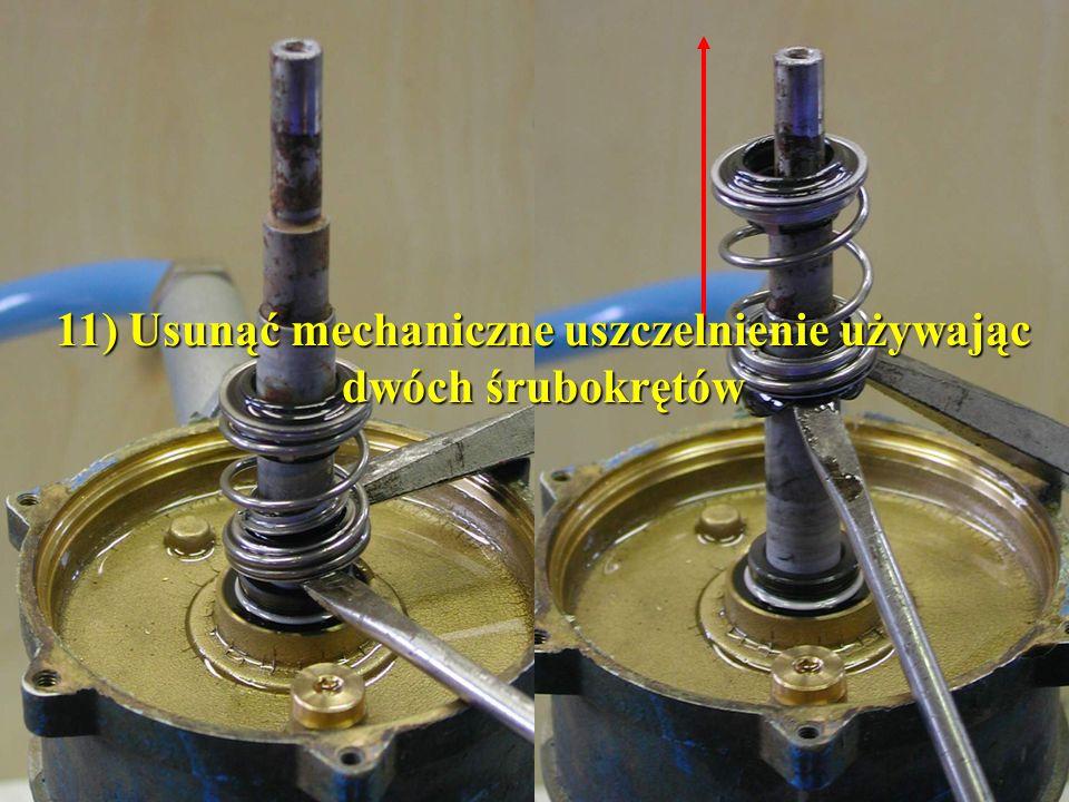 11) Usunąć mechaniczne uszczelnienie używając dwóch śrubokrętów