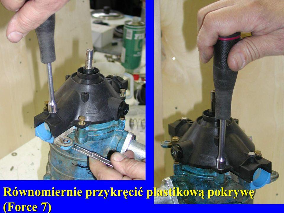 Równomiernie przykręcić plastikową pokrywę (Force 7)