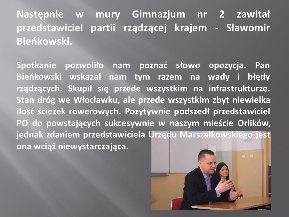 Następnie w mury Gimnazjum nr 2 zawitał przedstawiciel partii rządzącej krajem - Sławomir Bieńkowski.