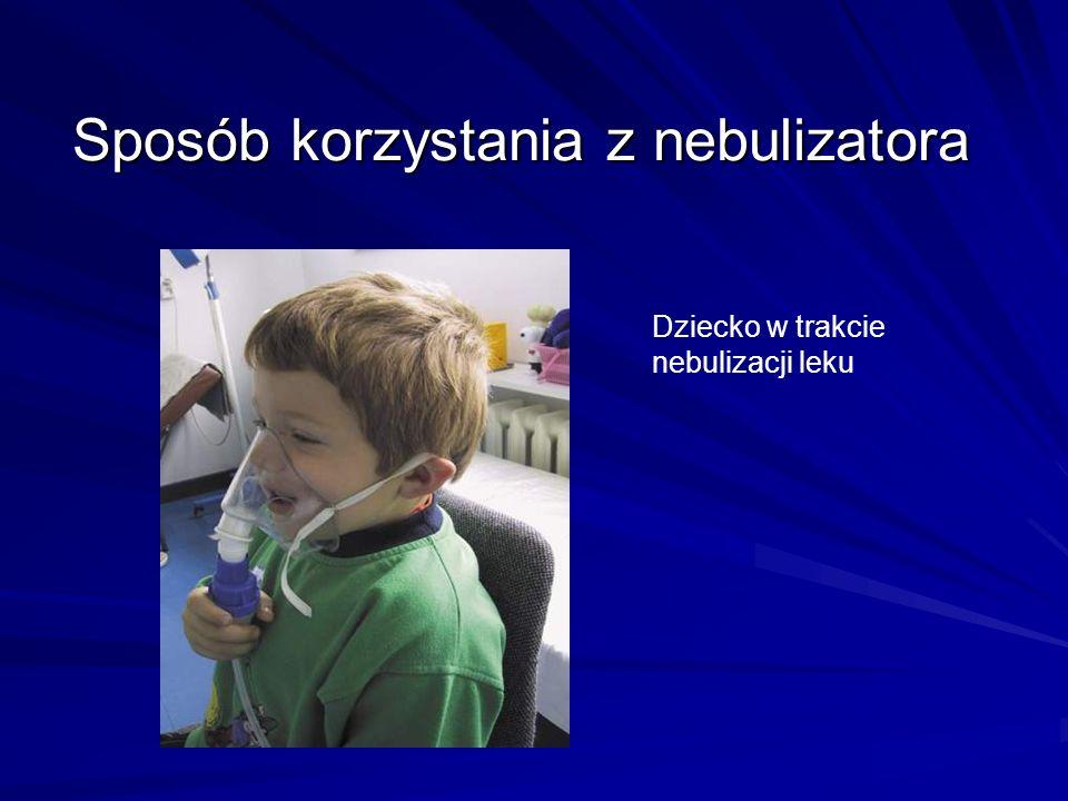 Sposób korzystania z nebulizatora Dziecko w trakcie nebulizacji leku