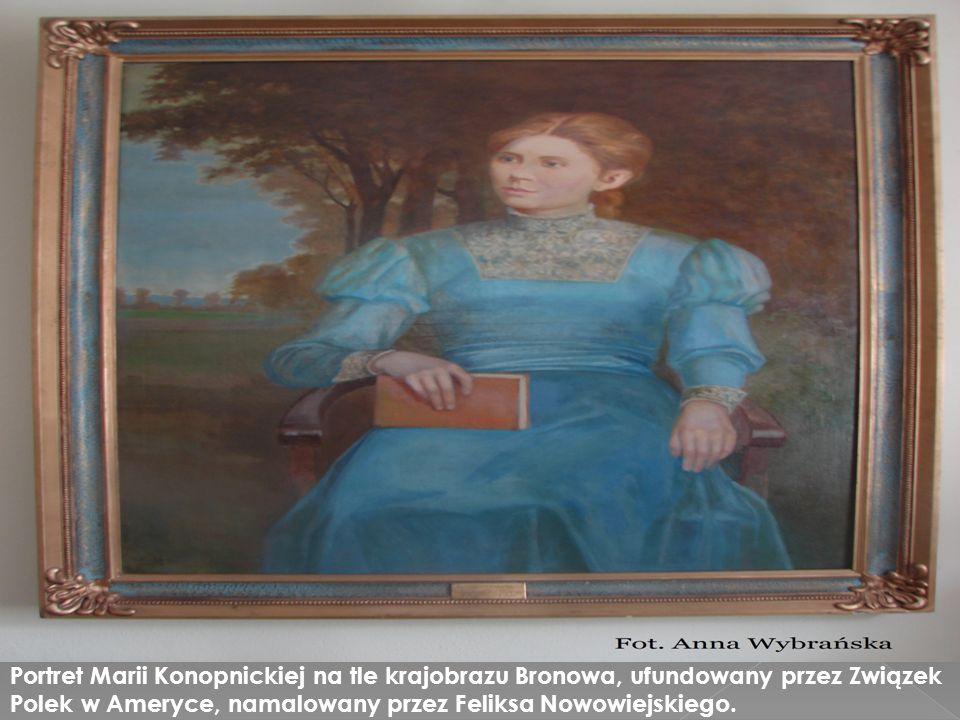 Portret Marii Konopnickiej na tle krajobrazu Bronowa, ufundowany przez Związek Polek w Ameryce, namalowany przez Feliksa Nowowiejskiego.