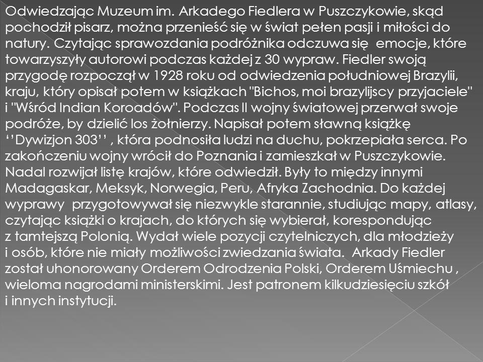 Odwiedzając Muzeum im. Arkadego Fiedlera w Puszczykowie, skąd pochodził pisarz, można przenieść się w świat pełen pasji i miłości do natury. Czytając