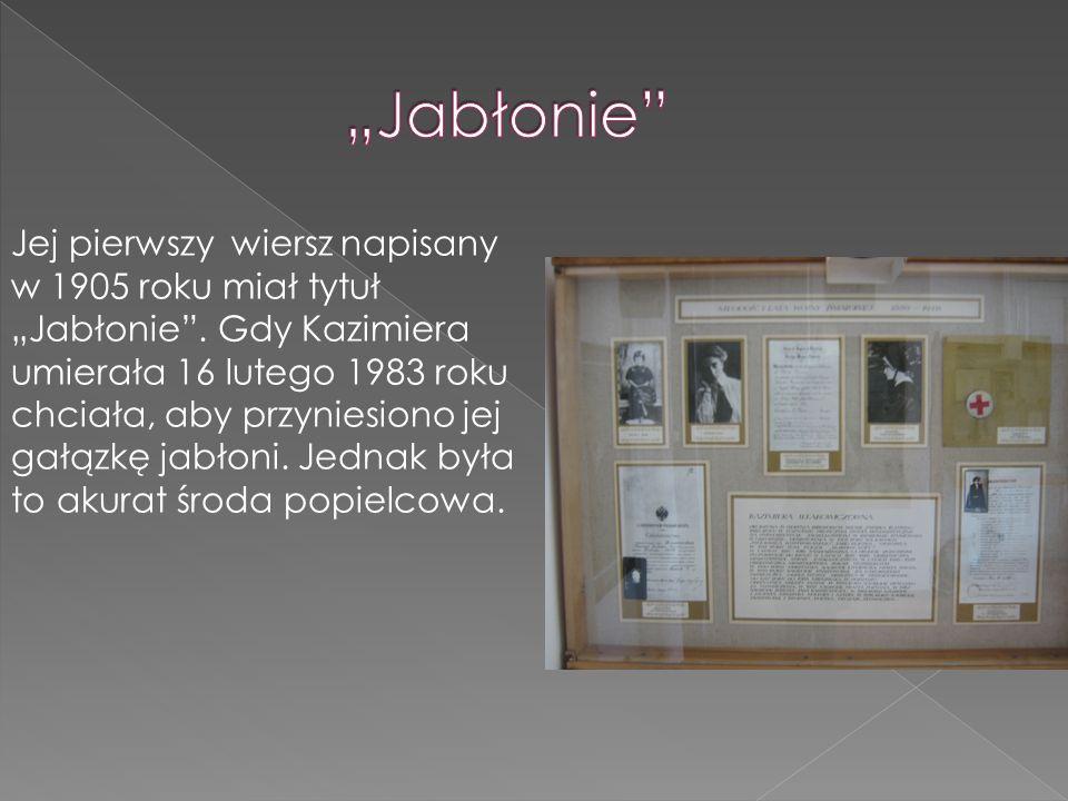 """Jej pierwszy wiersz napisany w 1905 roku miał tytuł """"Jabłonie"""". Gdy Kazimiera umierała 16 lutego 1983 roku chciała, aby przyniesiono jej gałązkę jabło"""