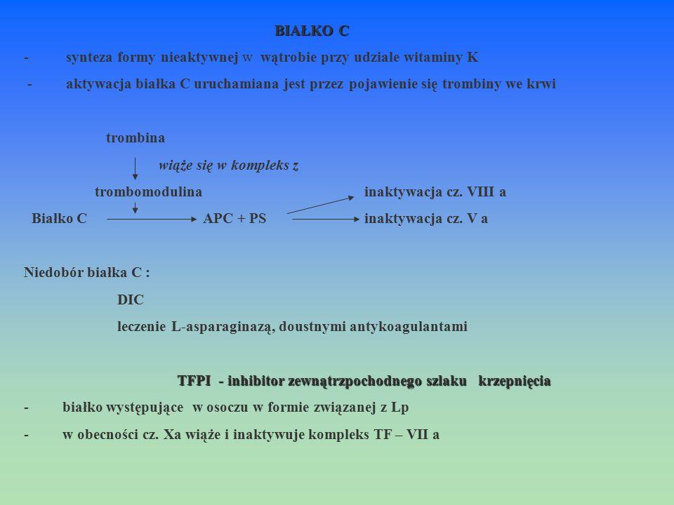 BIAŁKO C - synteza formy nieaktywnej w wątrobie przy udziale witaminy K - aktywacja białka C uruchamiana jest przez pojawienie się trombiny we krwi tr