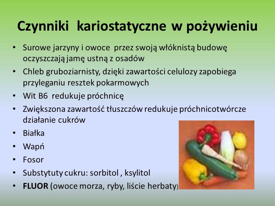 Czynniki kariostatyczne w pożywieniu Surowe jarzyny i owoce przez swoją włóknistą budowę oczyszczają jamę ustną z osadów Chleb gruboziarnisty, dzięki zawartości celulozy zapobiega przyleganiu resztek pokarmowych Wit B6 redukuje próchnicę Zwiększona zawartość tłuszczów redukuje próchnicotwórcze działanie cukrów Białka Wapń Fosor Substytuty cukru: sorbitol, ksylitol FLUOR (owoce morza, ryby, liście herbaty )