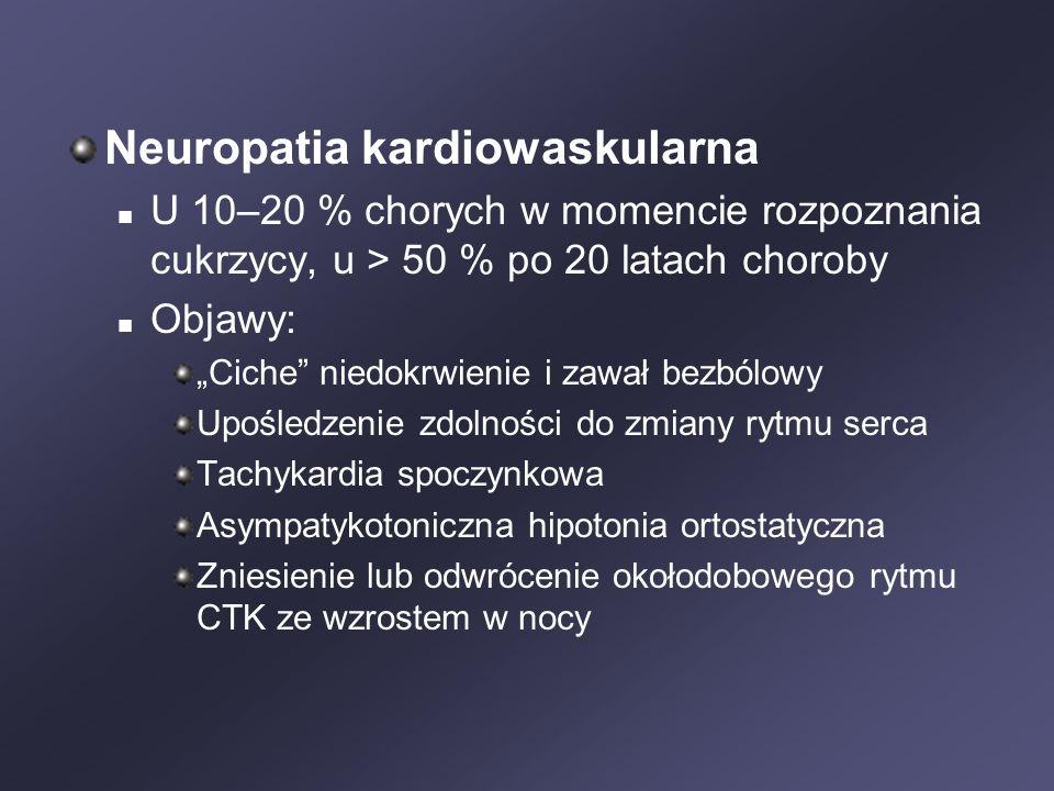 """Neuropatia kardiowaskularna U 10–20 % chorych w momencie rozpoznania cukrzycy, u > 50 % po 20 latach choroby Objawy: """"Ciche niedokrwienie i zawał bezbólowy Upośledzenie zdolności do zmiany rytmu serca Tachykardia spoczynkowa Asympatykotoniczna hipotonia ortostatyczna Zniesienie lub odwrócenie okołodobowego rytmu CTK ze wzrostem w nocy"""