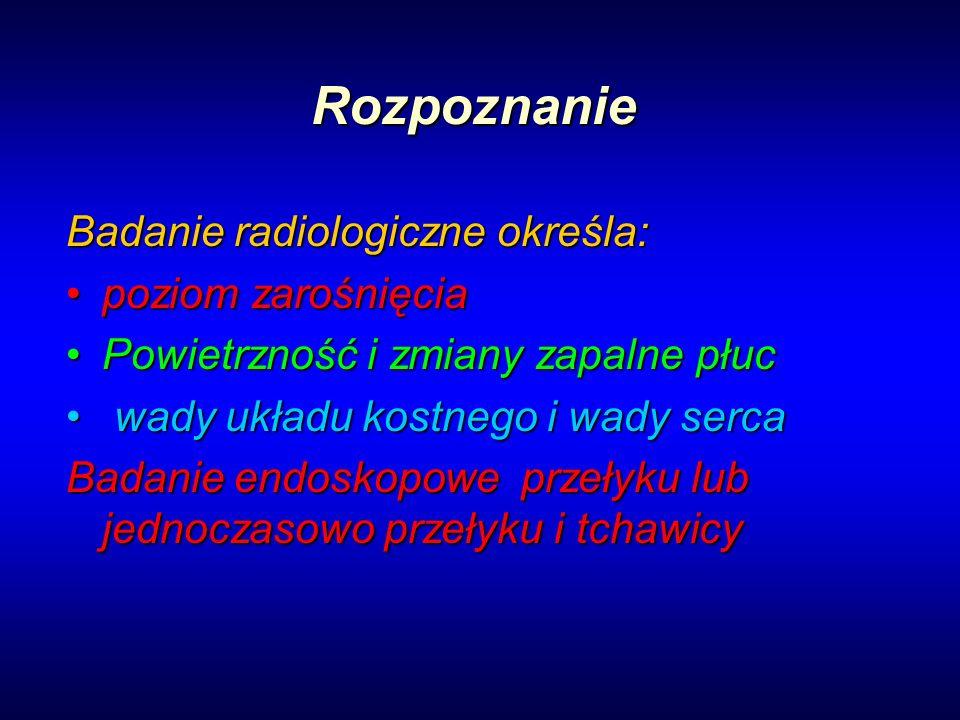 Rozpoznanie Badanie radiologiczne określa: poziom zarośnięciapoziom zarośnięcia Powietrzność i zmiany zapalne płucPowietrzność i zmiany zapalne płuc w
