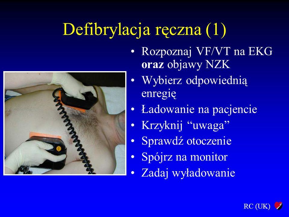 """RC (UK) Defibrylacja ręczna (1) Rozpoznaj VF/VT na EKG oraz objawy NZK Wybierz odpowiednią enregię Ładowanie na pacjencie Krzyknij """"uwaga"""" Sprawdź oto"""