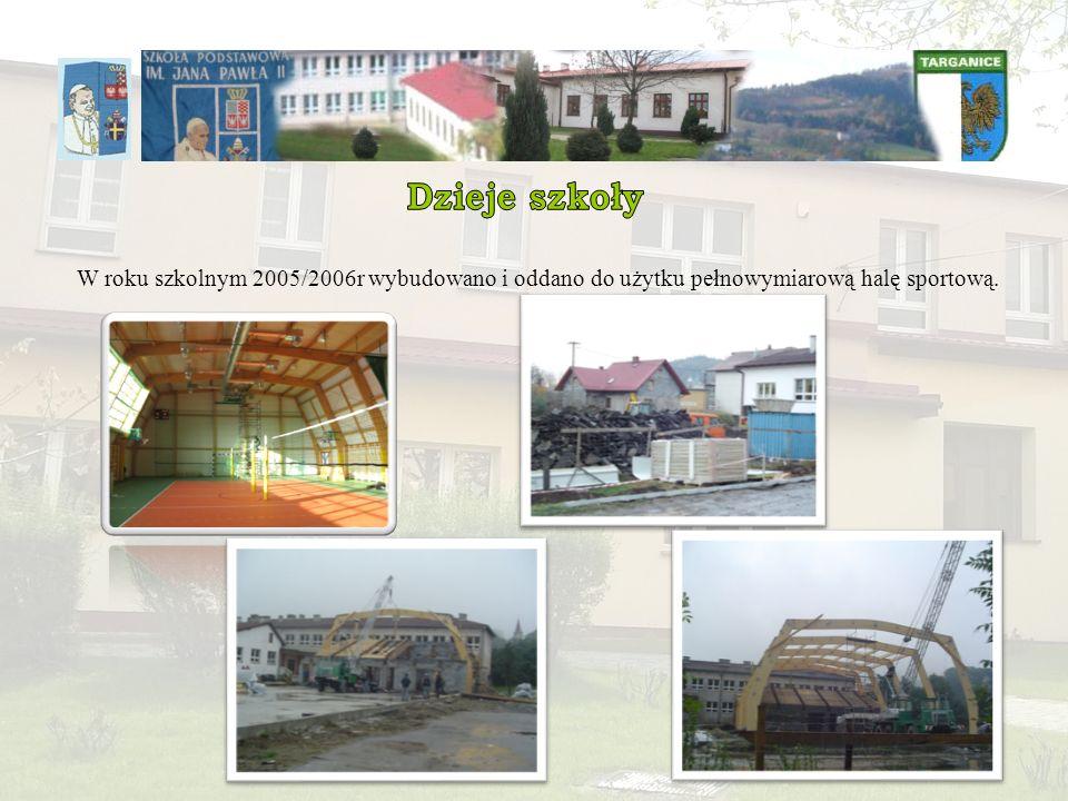 W roku szkolnym 2005/2006r wybudowano i oddano do użytku pełnowymiarową halę sportową.