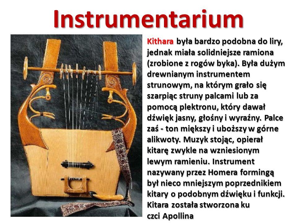 Instrumentarium Kithara była bardzo podobna do liry, jednak miała solidniejsze ramiona (zrobione z rogów byka). Była dużym drewnianym instrumentem str