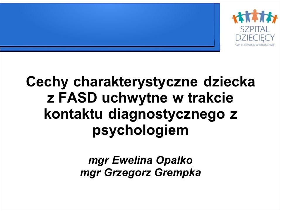 Cechy charakterystyczne dla dziecka z FASD obserwowane w trakcie wizyty Dziecko z FASD ma charakterystyczny wygląd związany z dysmorfiami.