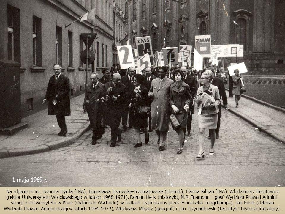 Na zdjęciu m.in.: Iwonna Dyrda (INA), Bogusława Jeżowska-Trzebiatowska (chemik), Hanna Kilijan (INA), Włodzimierz Berutowicz (rektor Uniwersytetu Wroc