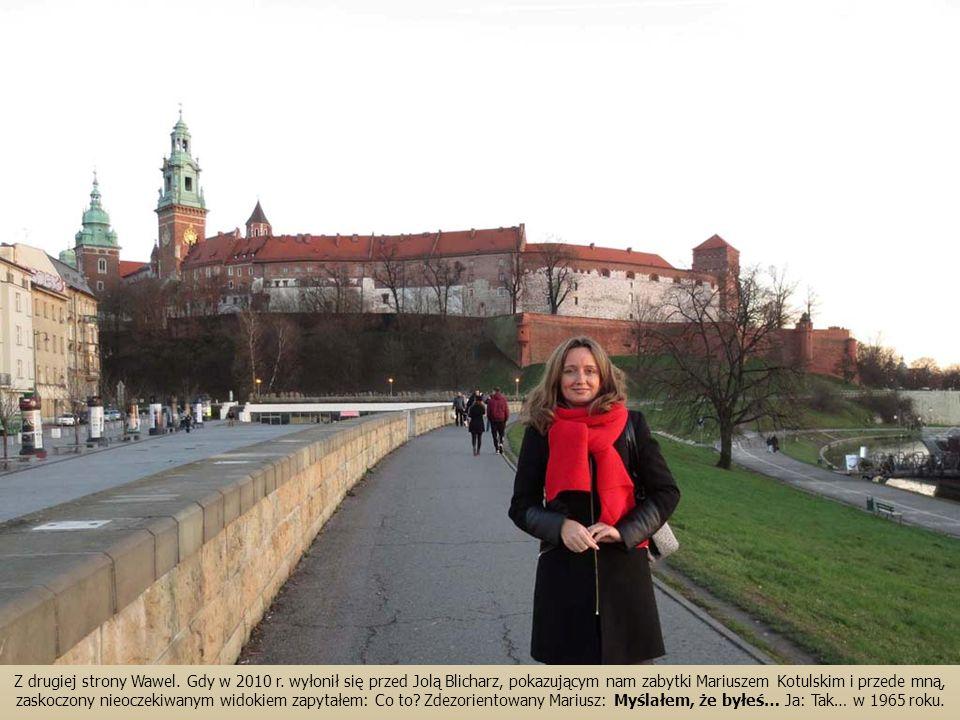 Z drugiej strony Wawel. Gdy w 2010 r. wyłonił się przed Jolą Blicharz, pokazującym nam zabytki Mariuszem Kotulskim i przede mną, zaskoczony nieoczekiw