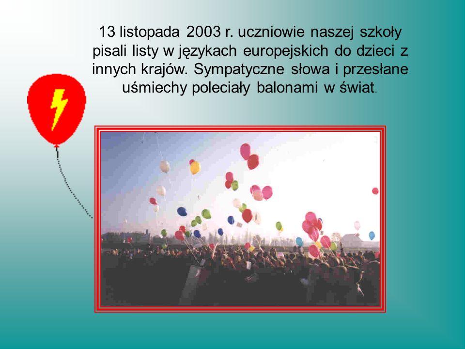 13 listopada 2003 r. uczniowie naszej szkoły pisali listy w językach europejskich do dzieci z innych krajów. Sympatyczne słowa i przesłane uśmiechy po