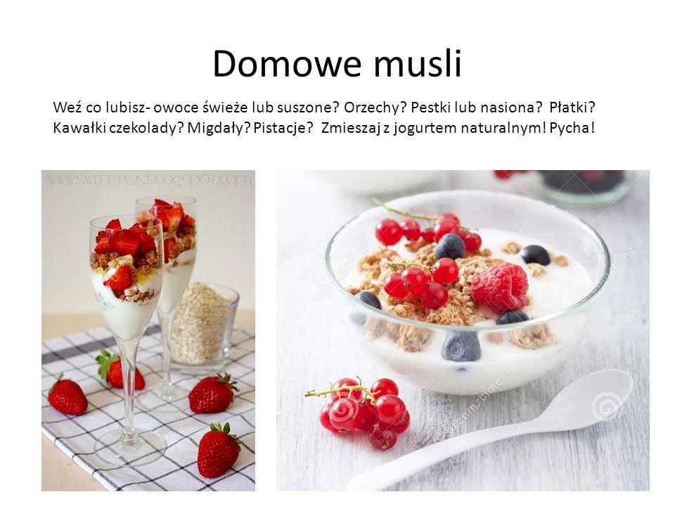Domowe musli Weź co lubisz- owoce świeże lub suszone? Orzechy? Pestki lub nasiona? Płatki? Kawałki czekolady? Migdały? Pistacje? Zmieszaj z jogurtem n