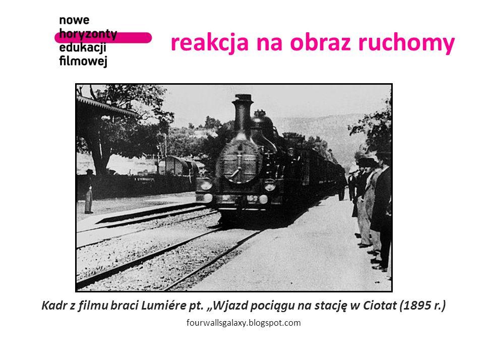 """reakcja na obraz ruchomy Kadr z filmu braci Lumiére pt. """"Wjazd pociągu na stację w Ciotat (1895 r.) fourwallsgalaxy.blogspot.com"""