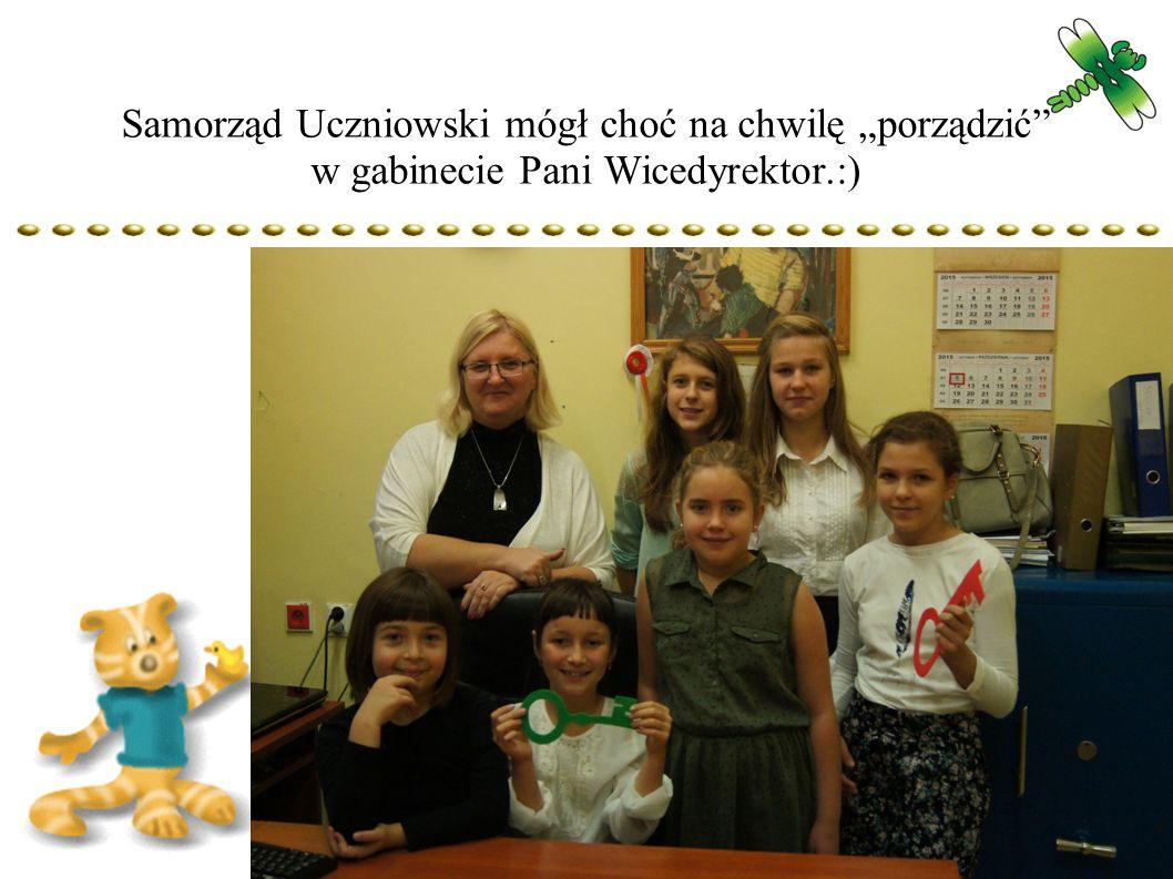"""Samorząd Uczniowski mógł choć na chwilę """"porządzić w gabinecie Pani Wicedyrektor.:)"""