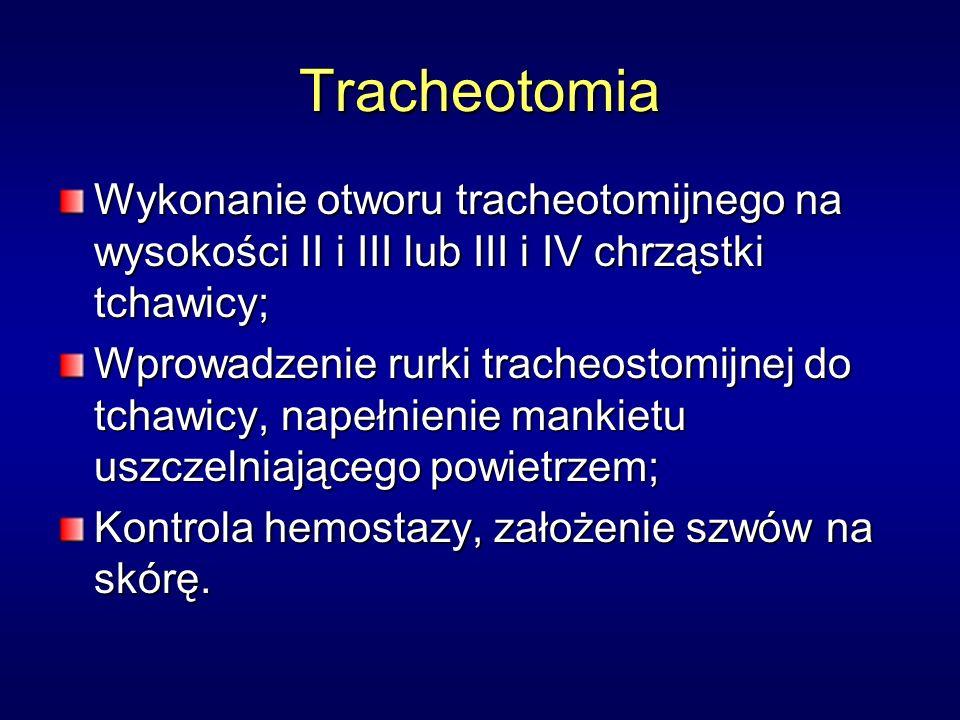 Tracheotomia Wykonanie otworu tracheotomijnego na wysokości II i III lub III i IV chrząstki tchawicy; Wprowadzenie rurki tracheostomijnej do tchawicy, napełnienie mankietu uszczelniającego powietrzem; Kontrola hemostazy, założenie szwów na skórę.
