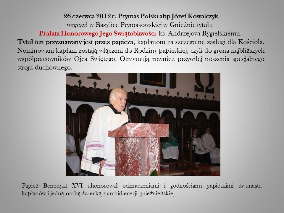 Papie ż Benedykt XVI uhonorowa ł odznaczeniami i godno ś ciami papieskimi dwunastu kap ł anów i jedn ą osob ę ś wieck ą z archidiecezji gnie ź nie ń skiej.