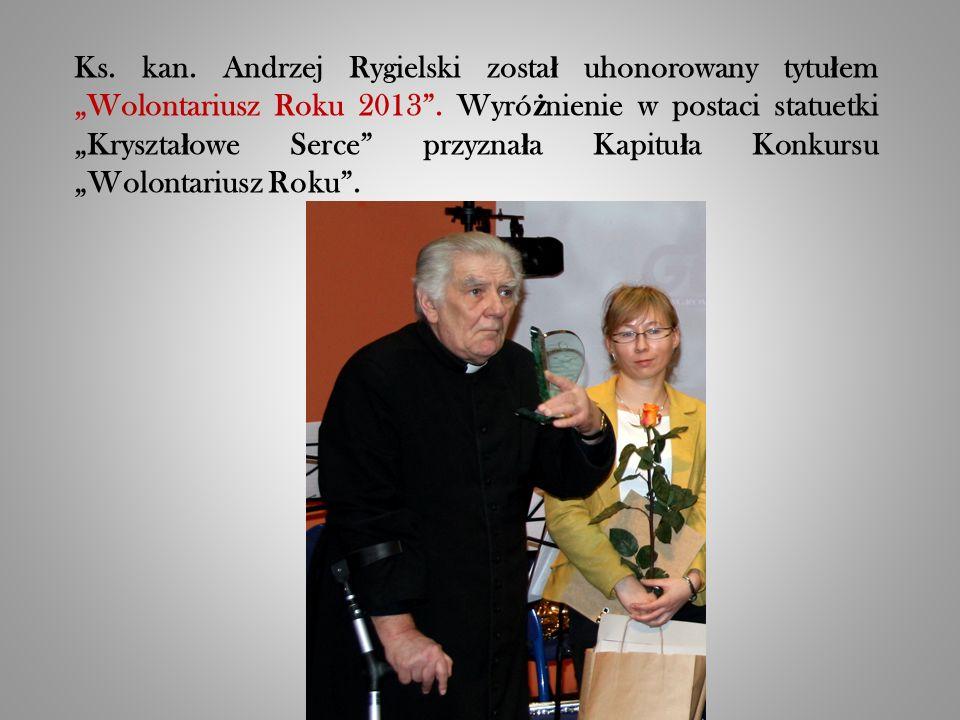 """Ks. kan. Andrzej Rygielski zosta ł uhonorowany tytu ł em """"Wolontariusz Roku 2013 ."""