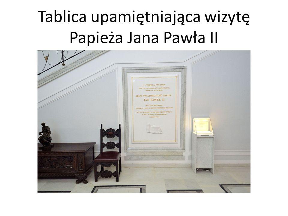 Tablica upamiętniająca wizytę Papieża Jana Pawła II