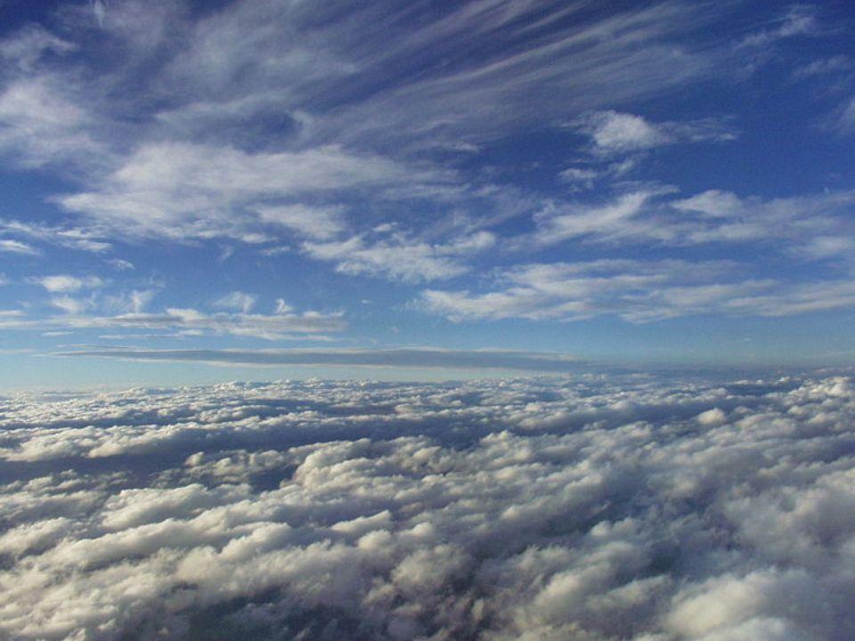 Jak powstają? Chmura jest widzialnym zbiorem zawieszonych w atmosferze kropelek wody lub kryształków lodu, albo jednych i drugich, będących produktem