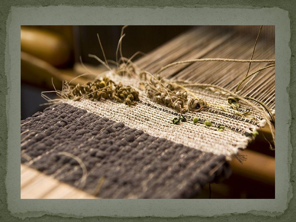 ZAGADNIENIA OBJĘTE WARSZTATAMI:  O tkaninie teoretycznie: historia powstawania tkanin na przestrzeni wieków; tkanina na dworze i w zagrodzie; kilim i