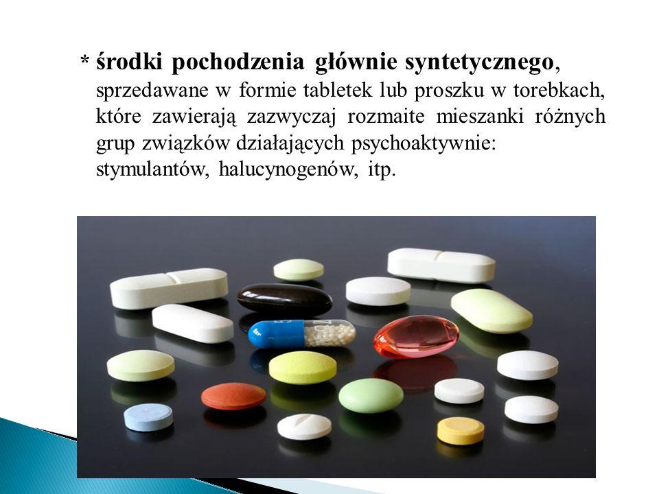 * środki pochodzenia głównie syntetycznego, sprzedawane w formie tabletek lub proszku w torebkach, które zawierają zazwyczaj rozmaite mieszanki różnyc