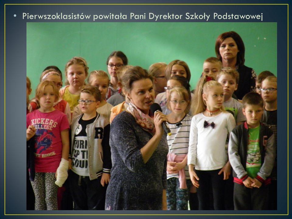 Pierwszoklasistów powitała Pani Dyrektor Szkoły Podstawowej