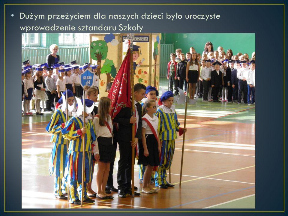 Dużym przeżyciem dla naszych dzieci było uroczyste wprowadzenie sztandaru Szkoły
