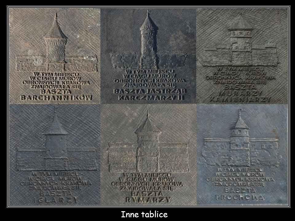 Tablice wskazujące miejsca średniowiecznych fortyfikacji Krakowa