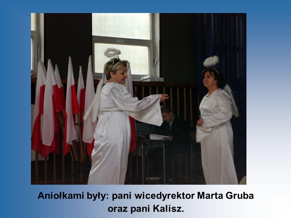 Aniołkami były: pani wicedyrektor Marta Gruba oraz pani Kalisz.