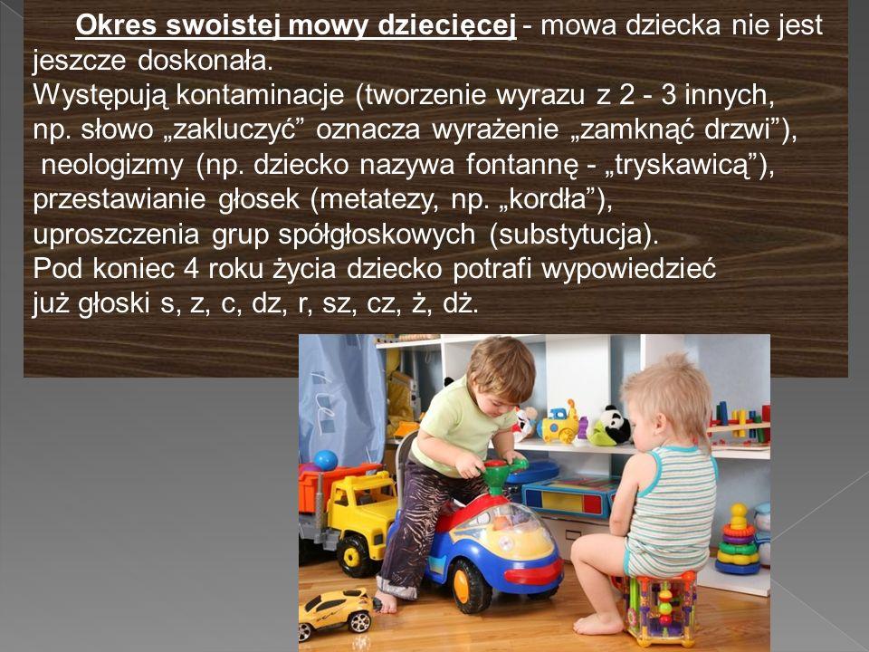"""Okres swoistej mowy dziecięcej - mowa dziecka nie jest jeszcze doskonała. Występują kontaminacje (tworzenie wyrazu z 2 - 3 innych, np. słowo """"zakluczy"""