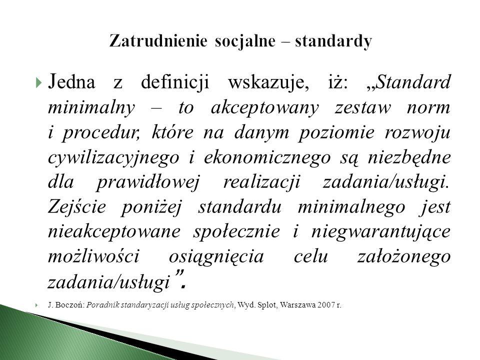 """ J edna z definicji wskazuje, iż: """"Standard minimalny – to akceptowany zestaw norm i procedur, które na danym poziomie rozwoju cywilizacyjnego i ekonomicznego są niezbędne dla prawidłowej realizacji zadania/usługi."""