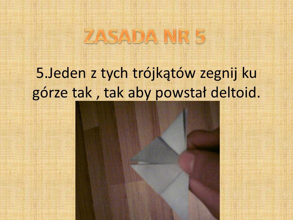 5.Jeden z tych trójkątów zegnij ku górze tak, tak aby powstał deltoid.