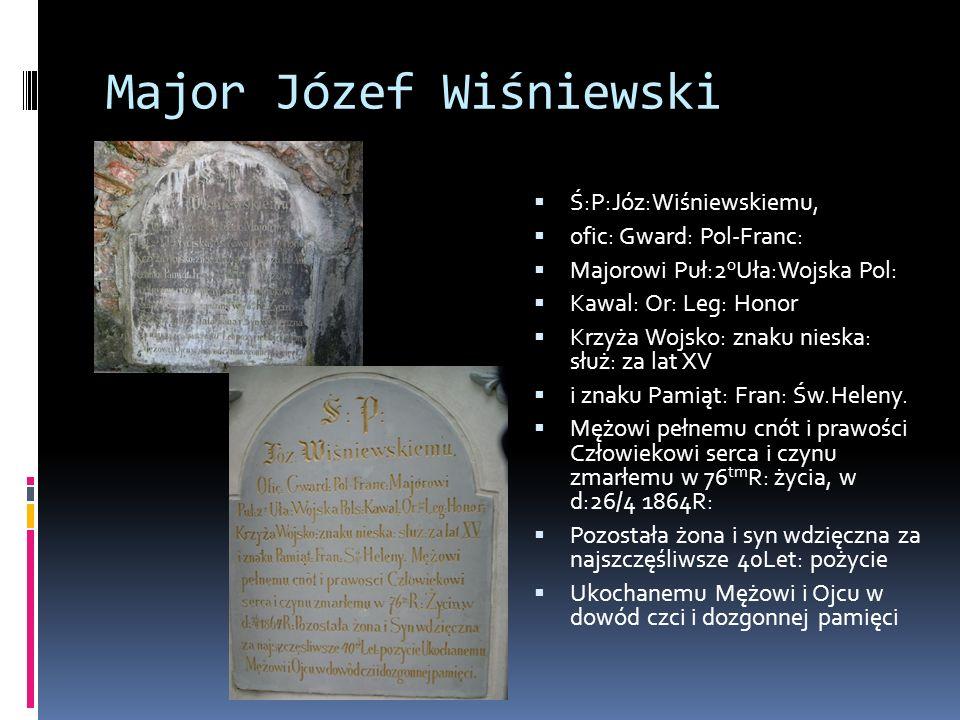 Major Józef Wiśniewski  Ś:P:Józ:Wiśniewskiemu,  ofic: Gward: Pol-Franc:  Majorowi Puł:2 o Uła:Wojska Pol:  Kawal: Or: Leg: Honor  Krzyża Wojsko: