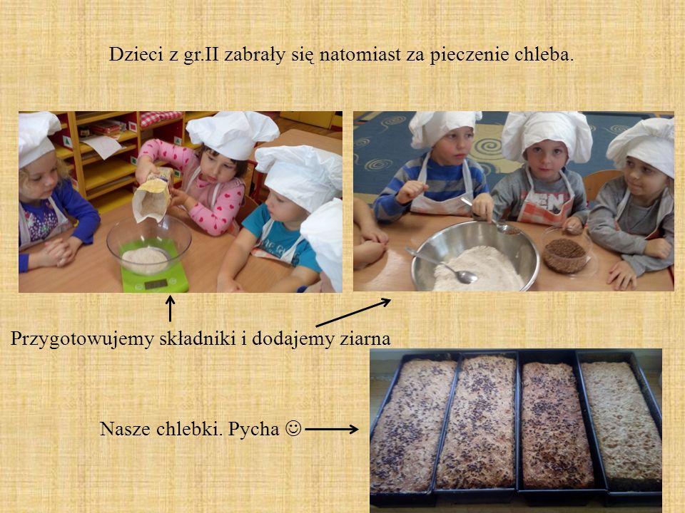 Dzieci z gr.II zabrały się natomiast za pieczenie chleba. Przygotowujemy składniki i dodajemy ziarna Nasze chlebki. Pycha