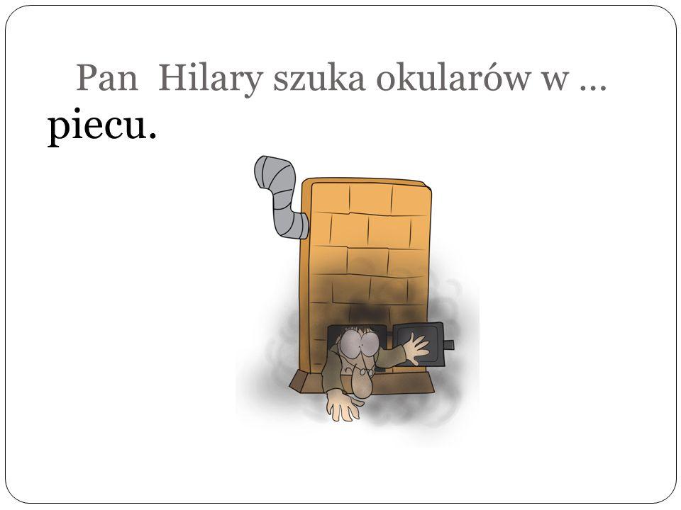 Pan Hilary szuka okularów … pod kanapą.