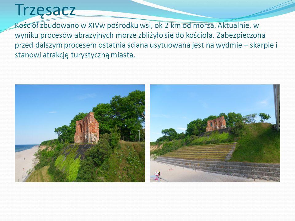Trzęsacz Kościół zbudowano w XIVw pośrodku wsi, ok 2 km od morza. Aktualnie, w wyniku procesów abrazyjnych morze zbliżyło się do kościoła. Zabezpieczo
