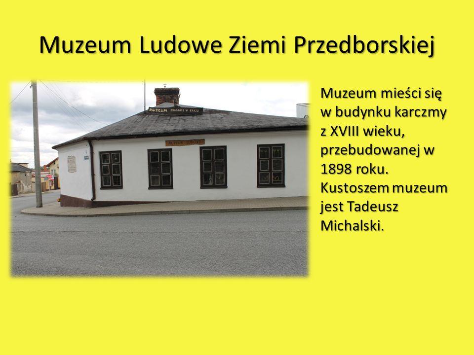 Muzeum Ludowe Ziemi Przedborskiej Muzeum mieści się w budynku karczmy z XVIII wieku, przebudowanej w 1898 roku. Kustoszem muzeum jest Tadeusz Michalsk