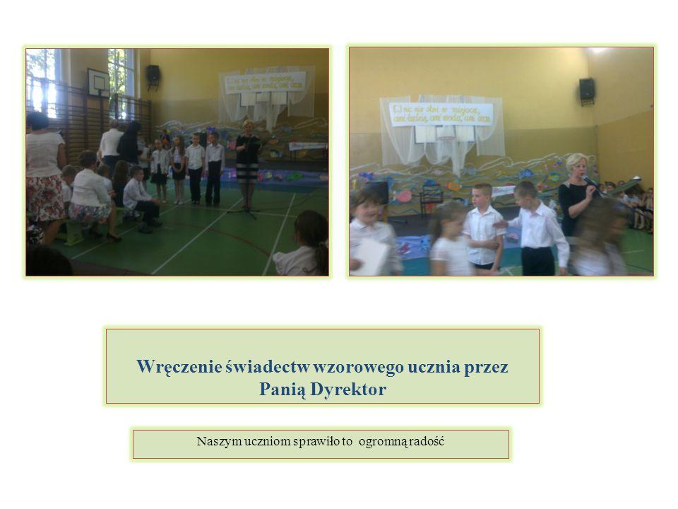 Wręczenie świadectw wzorowego ucznia przez Panią Dyrektor Naszym uczniom sprawiło to ogromną radość