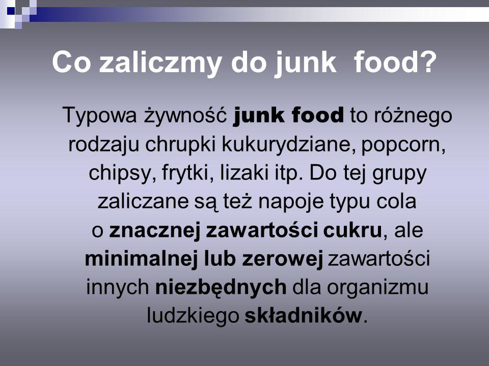 Co zaliczmy do junk food? Typowa żywność junk food to różnego rodzaju chrupki kukurydziane, popcorn, chipsy, frytki, lizaki itp. Do tej grupy zaliczan