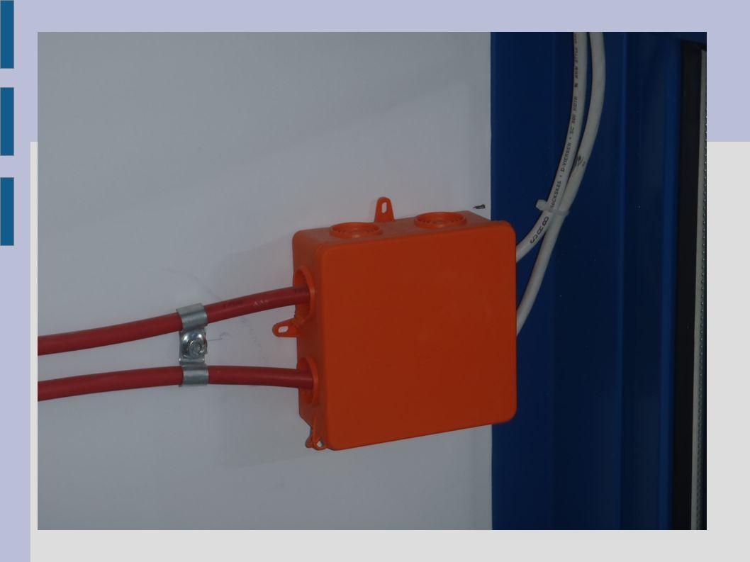 Klapy oddymiające: -kontrola wizualna systemu oddymiania (klap, mechanizmów, siłowników pneumatycznych, urządzeń sterowniczych itp.), -przeprowadzenie prób otwieranie / zamykanie wszystkich klap z napędem pneumatycznym do oddymiania i do przewietrzania, -kontrola działania blokad siłowników pneumatycznych, -konserwacja części ruchomych mechanizmów oraz zawiasów klap, -kontrola zamków w klapach oddymiających i ich konserwacja.