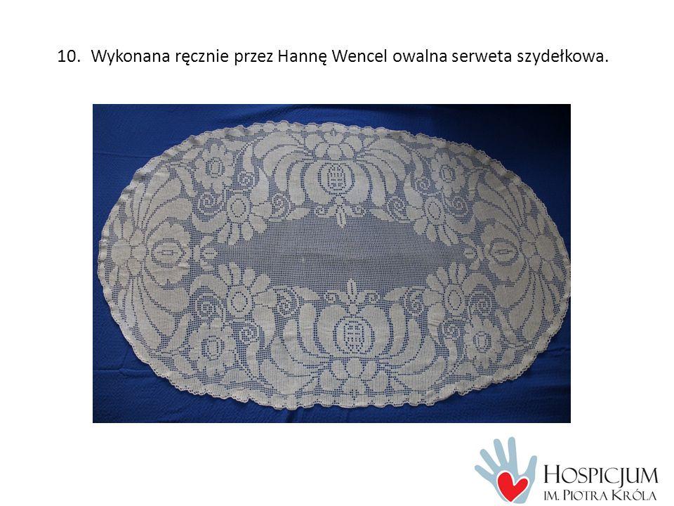 10.Wykonana ręcznie przez Hannę Wencel owalna serweta szydełkowa.