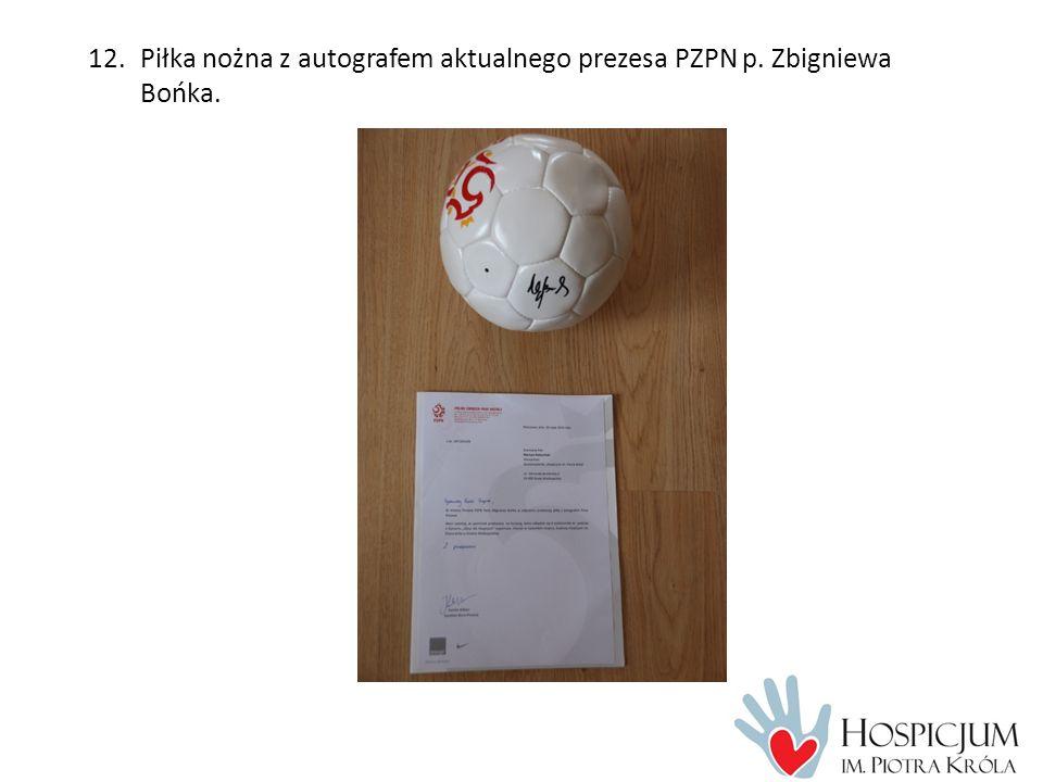 12.Piłka nożna z autografem aktualnego prezesa PZPN p. Zbigniewa Bońka.