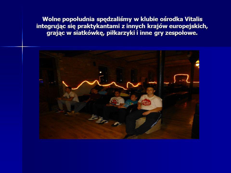Wolne popołudnia spędzaliśmy w klubie ośrodka Vitalis integrując się praktykantami z innych krajów europejskich, grając w siatkówkę, piłkarzyki i inne gry zespołowe.