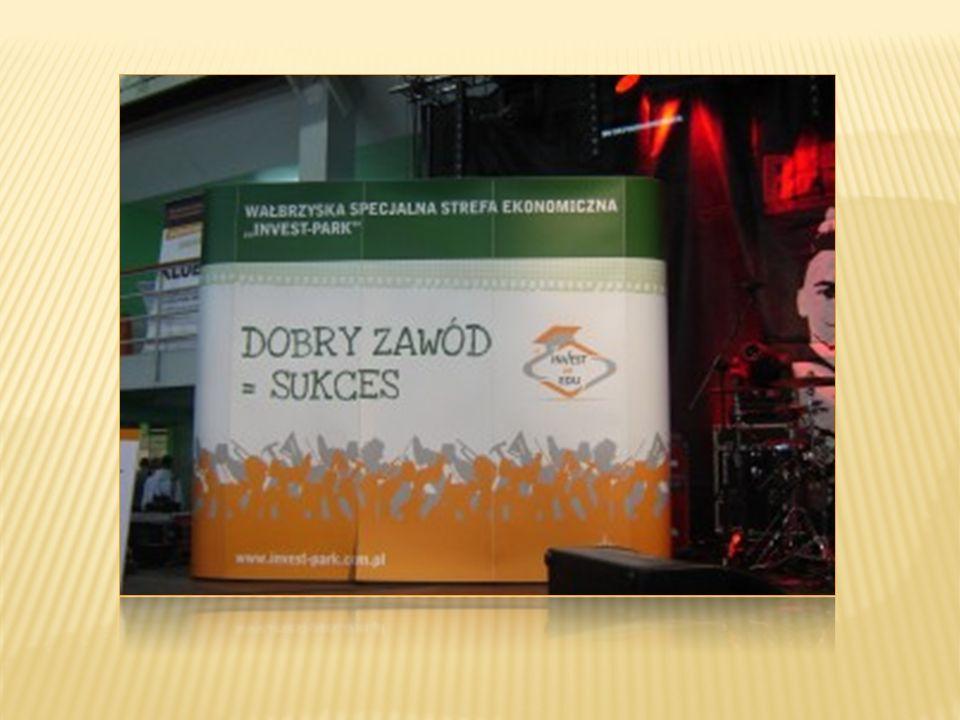 Udział uczniów w warsztatach z zakresu planowania kariery, badania predyspozycji zawodowych prowadzonych przez doradców zawodowych z Mobilnego Centrum Doradztwa Zawodowego w Wałbrzychu.